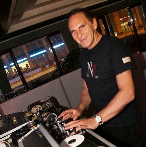 Who is DJ Roberto Rey?