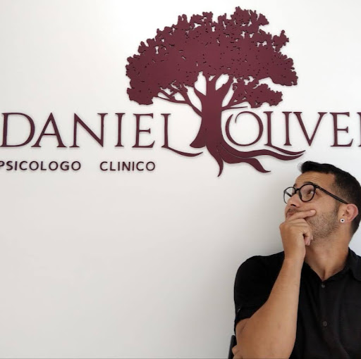 Who is Daniel Oliveira?