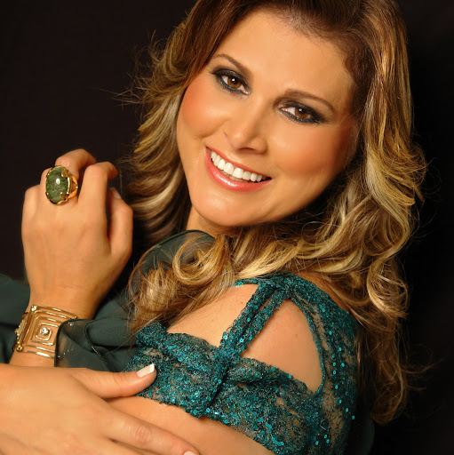 Who is Cantora Elizabeth Lima?