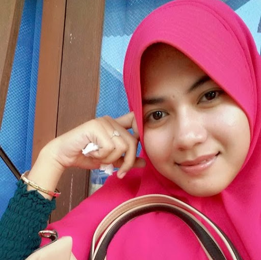 Who is Putri Nafsiah?
