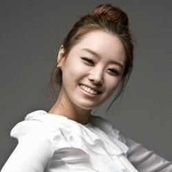 Who is song jieun?