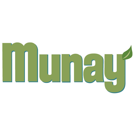 Who is Munay Pucp?